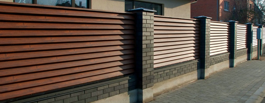 Забор-жалюзи из металлического штакетника с установкой